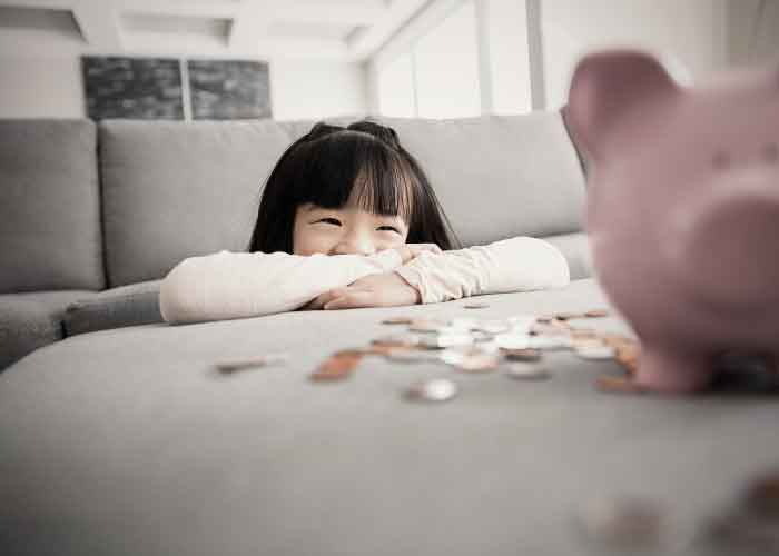 girl looking at money